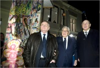 From left, Mikhail Gorbachev, Henry Kissinger and former German foreign minister Hans-Dietrich Genscher next to a piece of the Berlin Wall.