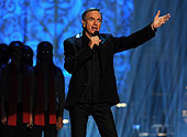 Neil Diamond performing Joy to the World