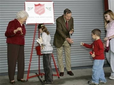 President Bush and First Lady Barbara ring the Salvation Army bell