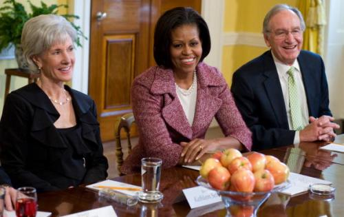 US First Lady Michelle Obama (C) seated alongside Health and Human Services Secretary Kathleen Sebelius (L) and Democratic Senator Tom Harkin (R) of Iowa